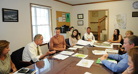 Senator Tom Carper visits the Delaware Water Resources Center